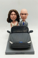 Custom wedding bobblehead-couple in the car